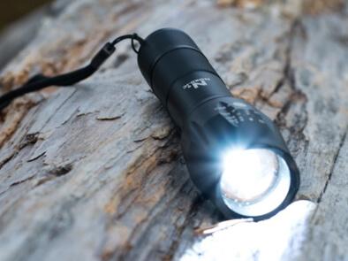 Oppladbar LED-lommelykt